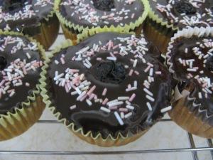 Semi-vegan banana split cupcakes. Photo by Kimberley (c)2013.